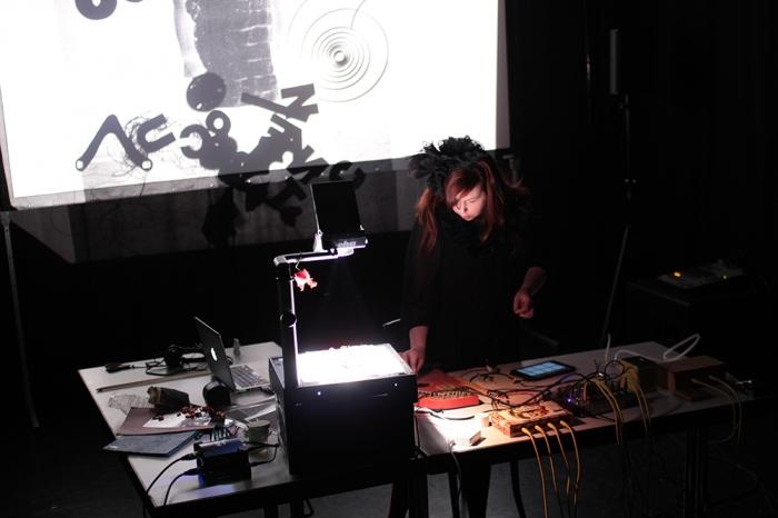auderrose_paradisrouge_performance_augsburg_lab30_2016_web_04