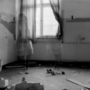 auderrose_brentsqar_elisabeth_piano_house_6x9_agfabox_06